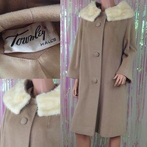 Vintage 1950s coat beige fur collar